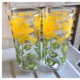 h LAN0814 (2) 1980 Floral Pattern Water Glasses Local Pickup $10