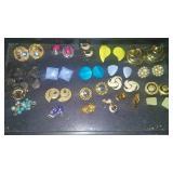 https://www.ebay.com/itm/124150471554CJ0008 COSTUME JEWELRY CLIP ON EARRINGS LOT $20.00 RX BOX 4 CJ
