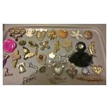 https://www.ebay.com/itm/114182839606CJ0016 COSTUME JEWELRYLOT OF WOMENS PINS , BROUCHS $20.00 RX B