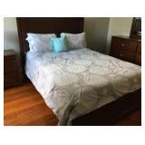 https://www.ebay.com/itm/114186825787PA029: White on Grey Queen Comforter $20