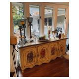Many fine furnishings and decor