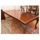 Beautiful Dining Table & 8 Dining Chairs