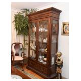 Fantastic China Display Cabinet