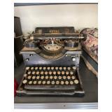 antique royal typewriter & pictues