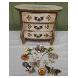 WVT090 Vintage Brooches and Jewelry Box