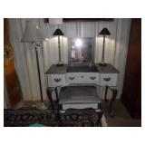 Vanity w/bench & Lamps