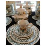 Villeroy and Boch Dinner Set, service for 12, in Basket PLUS Serving Pieces