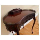 Antique Style Kidney Writing Desk with Chair