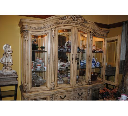 Merchant Traders Estate Sale Presents Beautiful Furniture Off - Collezione europa bedroom furniture collezione europa bedroom