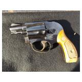 SMITH & WESSON .38 REVOLVER SPECIAL EDITION SNUB NOSE, HOLDS 5 SHOTS 6.5 INCHES LENGTH, NOTE HAS SOM