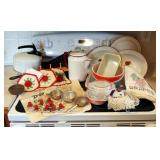 Vintage Pyrex Mixing Bowls, Casserole Dishes, Food Storage Containers, Enamelware Percolator Coffeep