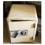 "Sentry Valuegaurd Combination Safe Model 1330, 23"" x 17"" x 17"""