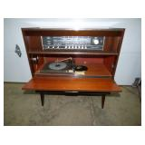 2ND VIEW FRONT RADIO/RECORD PLAYER