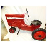 ERTLE INTERNATIONAL 856 PEDAL TRACTOR