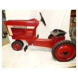 INTERNATIONAL 66 PEDAL TRACTOR