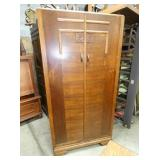 OAK ENGLISH WARDROBE