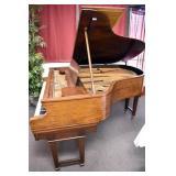 VIEW 4 RIGHTSIDE BABY GRANDE PIANO