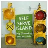 SERVICE ISLAND SIGN/WORKING STOPLIGHT