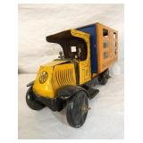 VIEW 3 FRONT MARX WINDUP MOVING TRUCK W/