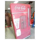 EMB. VENDO H110 COKE DRINK BOX