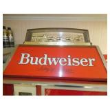 BUDWEISER POOL TABLE LIGHT W/CLYDESDALE
