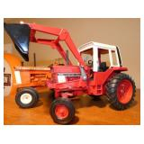 1:18 SCALE 1586 INTERCATIONAL TRACTOR