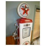VIEW 2 TEXACO GAS PUMP