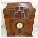 CROSLEY WOODEN RADIO W/ CLOCK