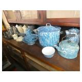 COLLECTION BLUE & WHITE ENAMEL WARE