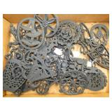 COLLECTION CAST IRON TRIVETS