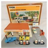 TYCO HO SCALE LIGHTED STATION W/ BOX