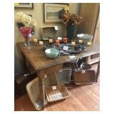 Oak table w leaves