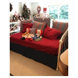 Nice daybed w trundle