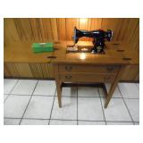 Working Vintage 1950s Deluxe Sewing Machine - current bid $50