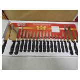 Like New Diamond Cut Kitchen Knife Set - current bid $10