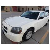 2005 Dodge Magnum SE - Runs - current bid $800