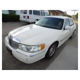 2001 Lincoln Town Car Signature Series - Runs - current bid $600
