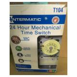Intermatic T104 Series 40 Amp 208-277-Volt DPST 24 Hour Mechanical Time Switch Mechanism  in good condition