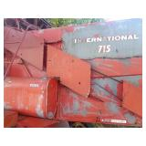 International 715 Combine