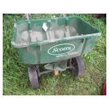 Toro Recycler, Scotts Spreader