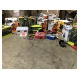 Pallet with wide assortement of tools and accesories Indoor/outdoor review pictures customer returns