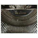 VINTAGE OLYMPIA SM3 DELUXE TYPEWRITER WITH CASE