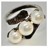 Beautiful Vintage Sterling Silver Ring w/ Etched Detail & 3 Pearls