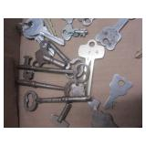 Keys: cabinet, sewing machine, padl...
