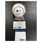 Joe Mauer Autographed baseball ( PSA authentication )