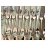 "WM Rogers and Sons IS Flatware Set ""April"""