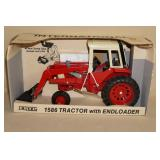 1989 Ertl International 1586 Die Cast Tractor with Endloader - 1/16 Scale