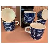 DeLonghi Expresso Machine and 6 cups by Marimekko