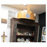 LArge Cardboard VOLKSWAGEN Dealership Crown Display