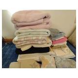 Large Lot of Towels & Washcloths